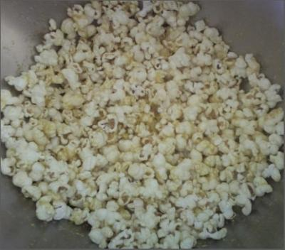 Popcorn with seasoned nutritional yeast
